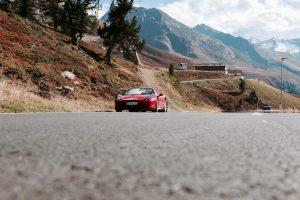 Ferrari in de autoreis Dolomieten van Dolf Dekking