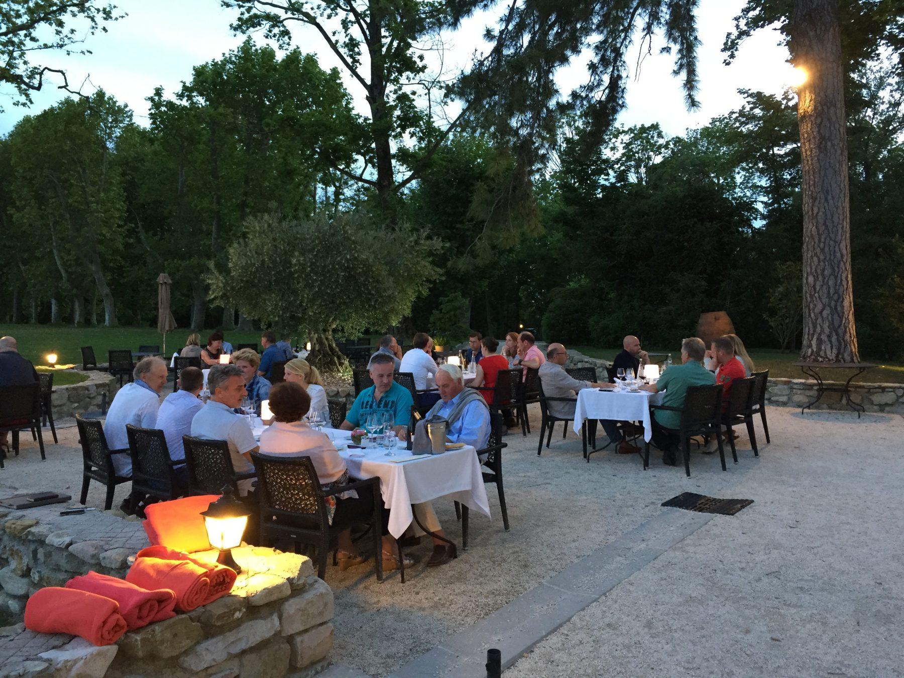 diner bij chateau provence zuid frankrijk bij dolf dekking driving events autoreis